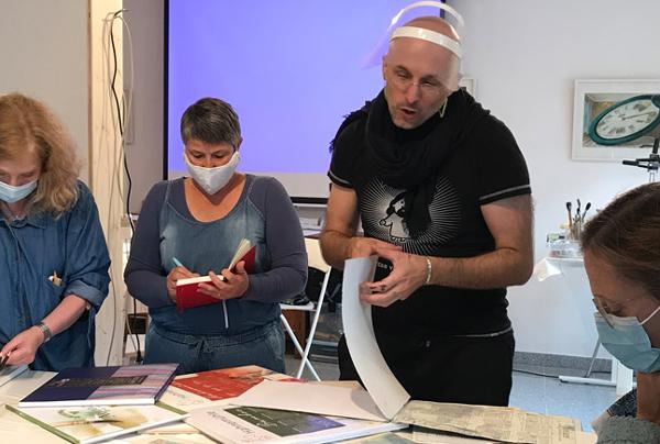 Aljoscha Blau der renommierte Kinderbuchillustrator aus Berlin kam Bach Bremgarten um hier einen Workshop zu leiten